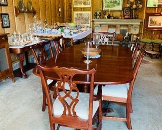 Solid Mahogany Table 2 leaves & 6 Chairs