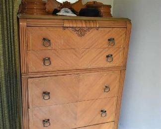CHEST OF DRAWERS, DRESSER MIRROR