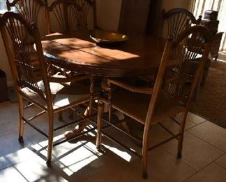 KITCHEN TABLE W/LEAFS & 6 CHAIRS