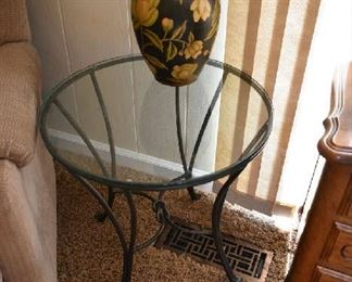 ACCENT TABLE, VASE