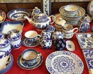 BLUE/WHITE DISHWARE