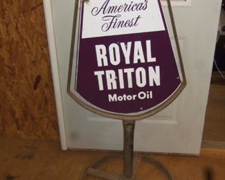 1950'S PORCELAIN DOUBLE SIDED SIGN WITH IRON BASE BRACKET IN EXCELLENT CONDITION- UNION 76 MOTOR OIL