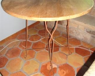 ICE CREAM TABLE AND STOOL