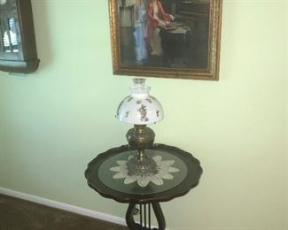 Antique round table with harp base