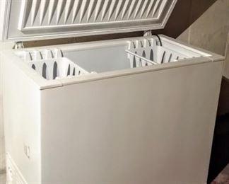 Frigidair deep freeze--SUPER CLEAN