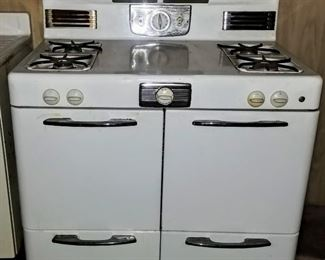 AMAZING vintage stove!  (Item in basement--please ask to see if interested.)