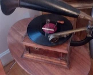 This is a Model E Victor Talking Machine Phonograph.  Excellent shape.....!