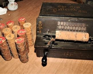 THE GEM ROLLER ORGAN WITH 13 PLAYER ROLLS
