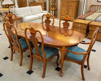 Very nice cherry dining set!  Great condition!
