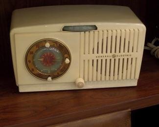 GE Tube type vintage radio - works great!