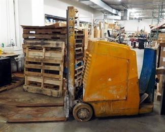 Namco Electric Fork Lift Truck Model No. LC-2024E, Powers Up And Runs, Includes C And D Electric Battery Charger Model FC450