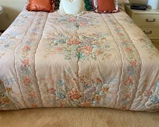 Queen Size Bed Complete39x60x80inHxWxD