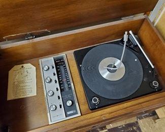 Vintage Stereo Turn Table