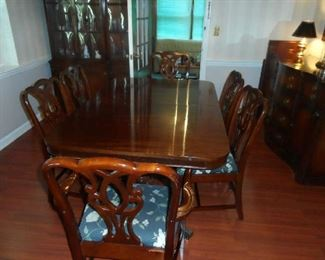 "Peck & Hills Fabulous Mahogany Dining Room Table with Six chairs 64"" W x 42"" D x 29"" H - 2 Leaves & Pad"