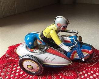 Tin Litho Motorcycle MINT and it still winds up and runs
