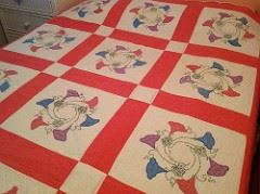 BEAUTIFUL quilt on a queen size bed for photos only, no tears or stains