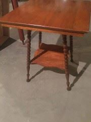 Beautiful Table, we have three total This one is golden maple in color, One in oak and other in walnut