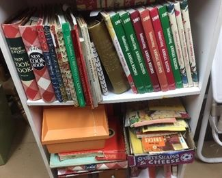 Many cook books, Betty Crocker, Better homes & Gardens,Southern living, lots of small cook books and a Betty Crocker recipe card file like new
