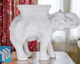 LARGE ELEPHANT STATUE/COLUMN