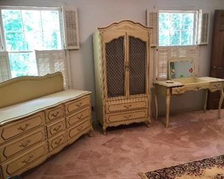 pretty French Provincial style bedroom set