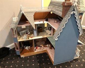 Dollhouse & miniature furniture