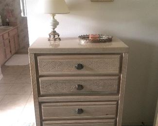 Chest of drawers with shell motif