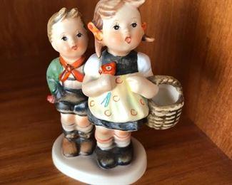 Vintage Hummel Goebel Going to market #49 3/0 figurine