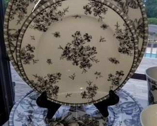 Black & White Toile  Dish Set,