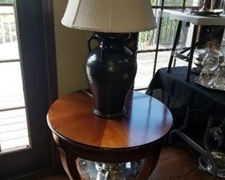 Round Occasional table, Pottery lamp