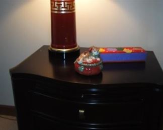Matching Black nightstands, matching red lamps