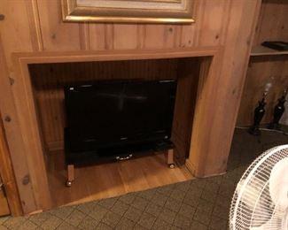 """TV 28"""" flat screen"""