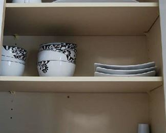 SELECTION OF KITCHEN DISHES