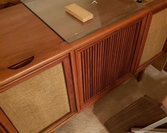 Cool MCM Console Stereo- Working