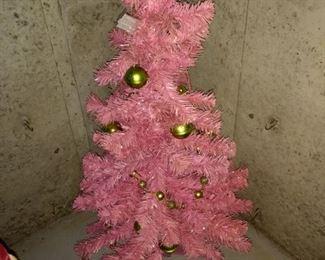 Vintage Christmas tree!  It's too cute!