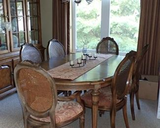 DINING TABLE WITH 6 CHAIRS AND LEAVES