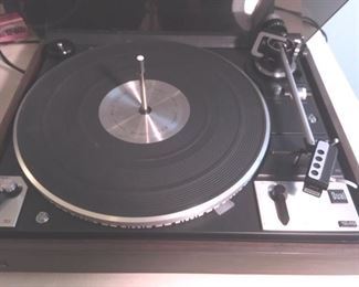 Belt-driven, auto/ singleplay/multiplay turntable, Model 1249 by Dual, with manual