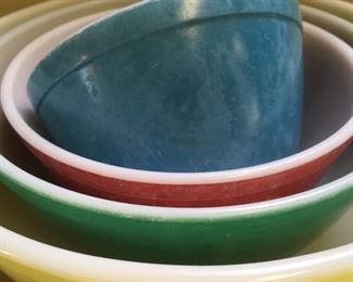 "Set of 4 nesting bowls ""Primary Colors"" by Pyrex"