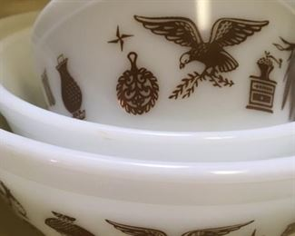 "Set of 3 nesting bowls ""Early America"" by Pyrex"
