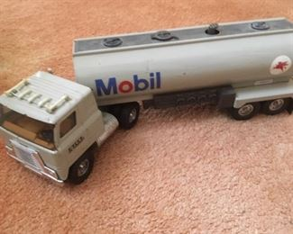 Tin tractor trailer, Mobil
