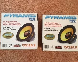 Pair of boxed Kevlar subwoofers, 550watts by Pyramid