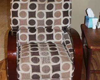 accent chair and end table