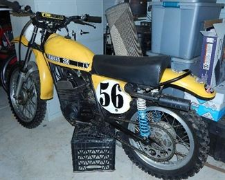 YAMAHA 250 YELLOW RACING DIRT BIKE. WORKING ORDER. PRICED AT ONLY 950.00