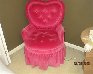 HEART-SHAPED CHAIR