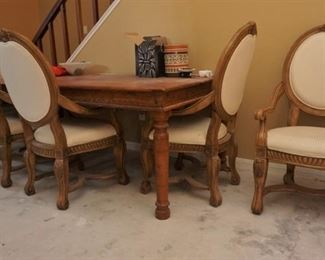 Collezione Europa dining table and chairs