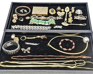 137. Mixed Lot Vintage Womens Costume Jewelry