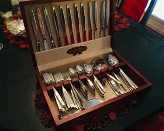 Oneida FROSTFIRE Stainless Flatware Service for 12