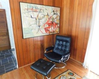 Vintage Stressless Mid Century Modern MCM recliner. CLEAN ! with ottoman. Great wall art decor.