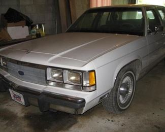 1991 Ford Crown Victoria-battery needs a charge and may need a new motor