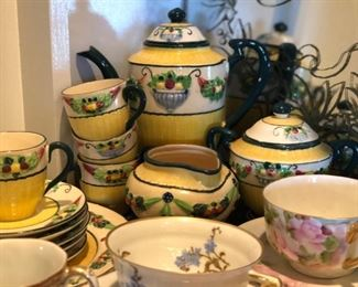 Della Robbia pattern tea set