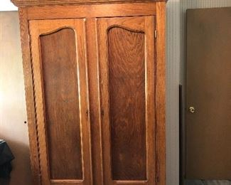 BEAUTIFUL ANTIQUE WOOD WARDROBE